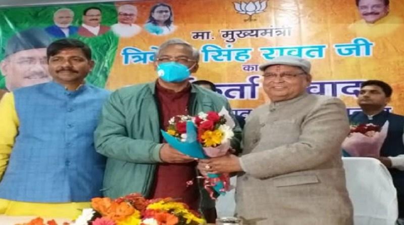 हल्द्वानी में सीएम त्रिवेंद्र सिंह रावत ने पार्टी कार्यकर्ताओं के साथ मीटिंग की और उनमें जोश भरते हुए अभी ये चुनावी तैयारी में जुट जाने को कहा।