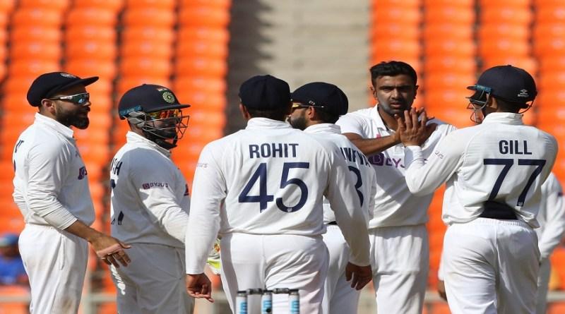 लेफ्ट आर्म स्पिनर अक्षर पटेल (5/48) और ऑफ स्पिनर रविचंद्रन अश्विन (5/47) के शानदार प्रदर्शन के दम पर टीम इंडिया अहमदाबाद टेस्ट जीत लिया है।