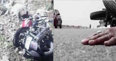 गढ़वाल के श्रीनगर में रविवार को उस वक्त चीख पुकार मच गई। जब एक बाइक बेकाबू होकर खाई में गिर गई। हादसे में एक युवक की मौके पर ही मौत हो गई। जबकि दूसरा गंभीर रूप से घायल हो गया।