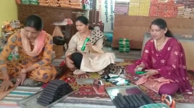 मानव अधिकार संरक्षण एवं ग्रामीण विकास समिति रानी चोरी की ओर से महिलाओं को स्वरोजगार से जोड़ने के लिए प्रशिक्षण दिया जा रहा है।