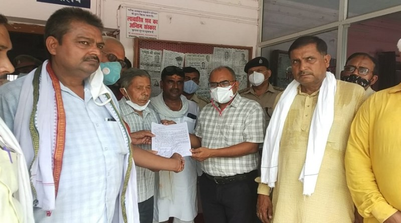 उत्तर प्रदेश के गाजीपुर के गहमर में रेल ठहराव आंदोलनकारियों और अपर जिलाधिकारी भू-राजस्व के बीच समझौता के बाद धरना एक हफ्ते के लिए स्थगित कर दिया गया है।
