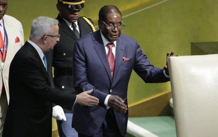 "Watch VideoOf A Zimbabwean Man ""Dramatising"" How Frail Mugabe Struggled To Walk To UN Podium"
