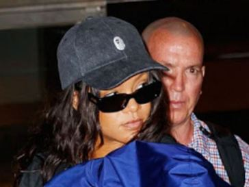 Makeup Free Rihanna Is Still Gorgeous In Oversize Clothing