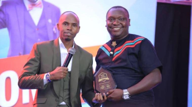 Alex Muhangi (R) poses with Patrick Salvado Idringi