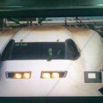 彡(゚)(゚)「新幹線の運転疲れるなぁ・・・せや、足伸ばしたろ!」