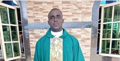 Efe Urhogo Anglican Reverend Dies While Preaching On Altar (Photo)