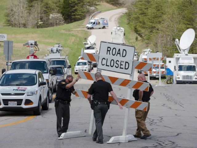 PHOTO: Authorities set up road blocks at the intersection of Union Hill Road and Route 32 at the perimeter of a crime scene, April 22, 2016, in Pike County, Ohio.