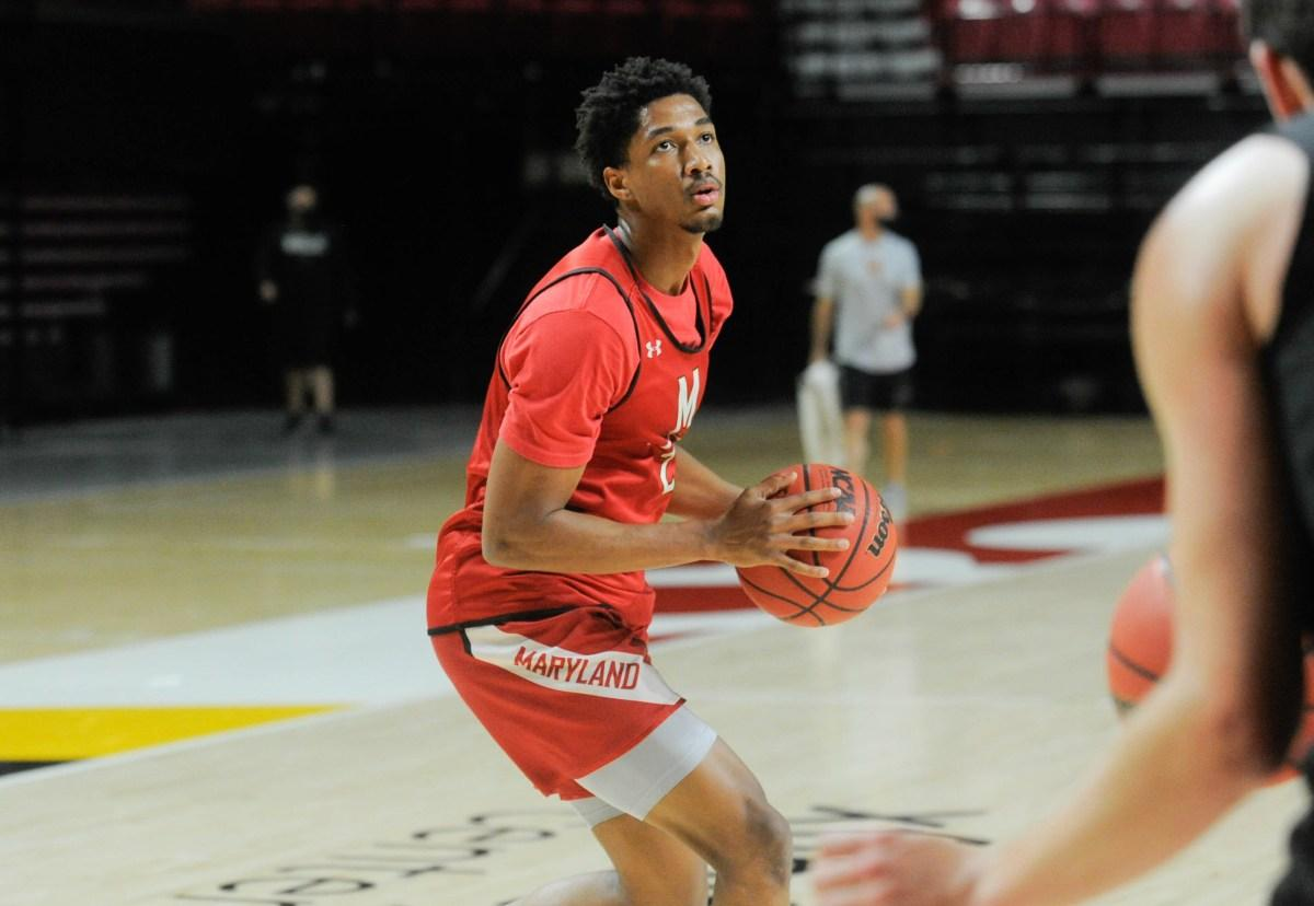 Aaron Wiggins of University of Maryland Basketball about to shoot a basket