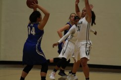 Alexis Quan looking for a pass.