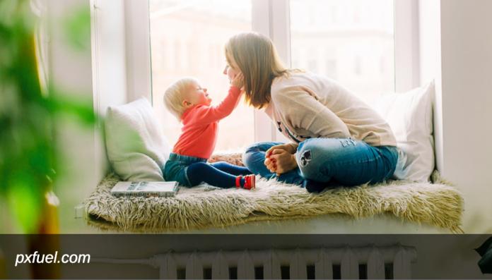 Мишустин подписал постановление о допвыплате семьям с детьми