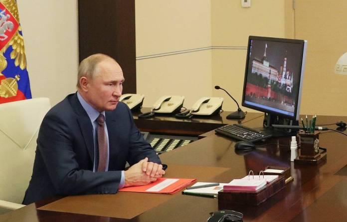 Путин подписал закон о продлении ДСНВ между Россией и США на пять лет
