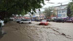 В Ялте введенрежим ЧС из-за подтоплений, вызванных ливнями