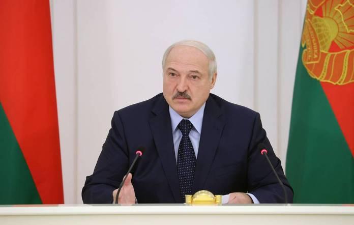 Президент Белоруссиипоручил полностью перекрыть границу с Украиной