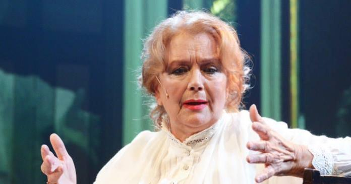 Худрук театра рассказало состоянии заболевшей коронавирусом Ирины Алферовой
