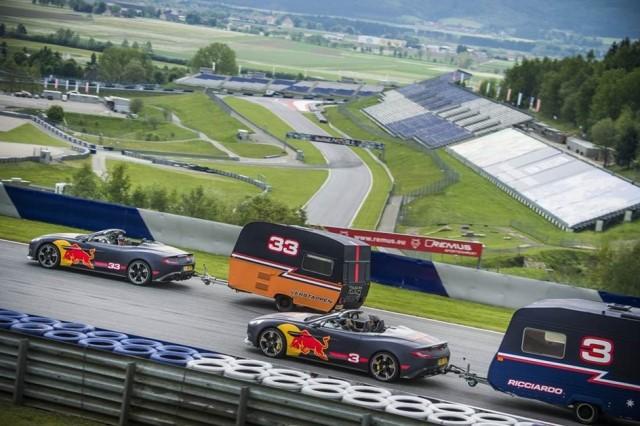 Verstappen e Ricciardo protagonizam corrida de... roulottes!!!