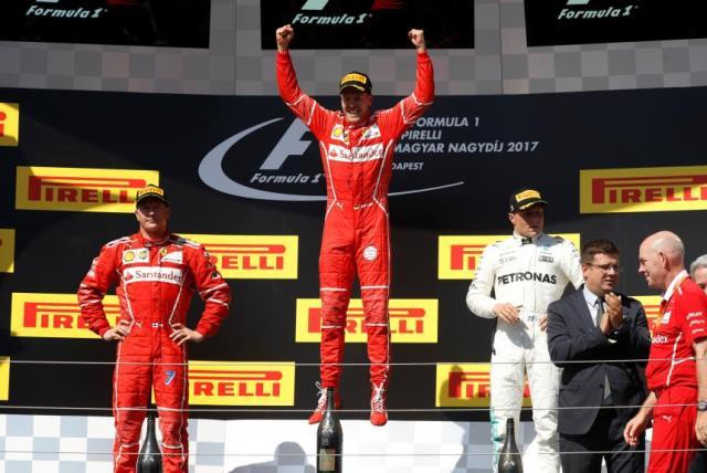 Vettel vence na Hungria e Ferrari faz a dobradinha