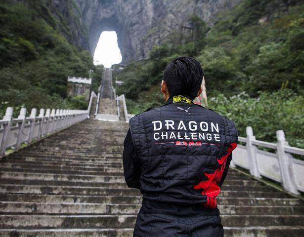 Dragon Challenge ou, como galgar 999 degraus com 45º de inclinação