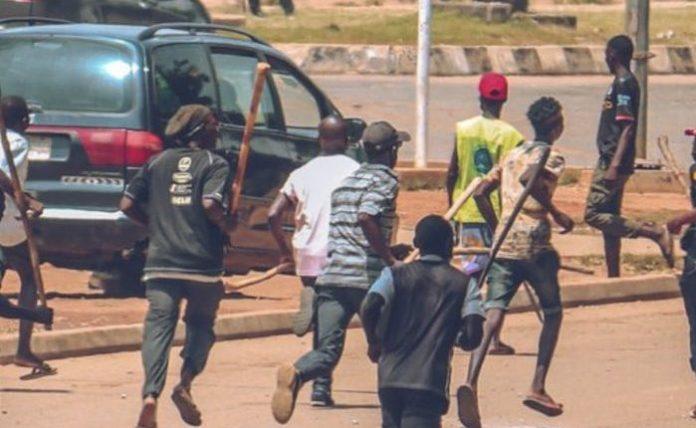 ENDSARS: Policemen Allegedly Shoot Protester In Ojoo Ibadan(Graphic Video)