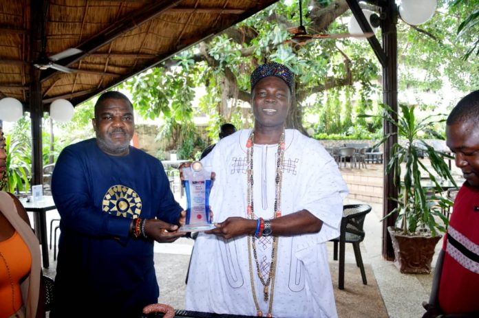 See Photos As SDNON Presents Award To Olowu Of Kuta Over His Contribution To Culture, Tradition Development In Yorubaland
