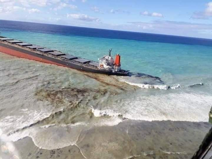 Environmental emergency due to oil spill in Mauritius
