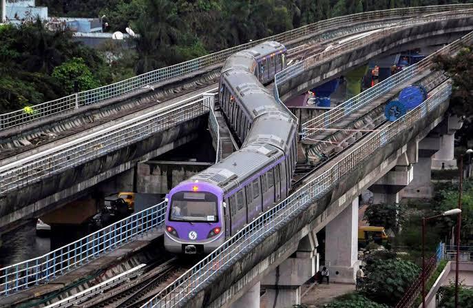 वर्षांच्या अखेपर्यंत मेट्रो 2 A आणि मेट्रो 7 या मार्गिका सुरू करण्याचा MMRDA चा प्रयत्न आहे. मेट्रो मार्गिकेची चाचणी मे महिन्याच्या शेवटच्या आठवडय़ात घेतली जाणार