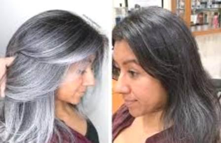 केस नैसर्गिकरित्या काळे करण्याचा घरगुती उपाय. आठवड्यातून दोनदा हा हेअर मास्क लावाव. आपले केस नैसर्गिकरित्या काळे होतील.