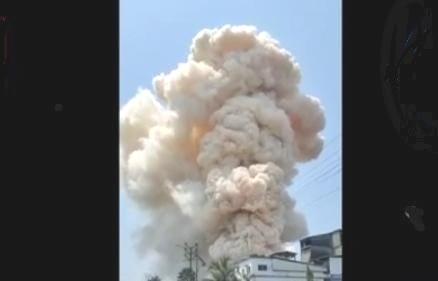 M R Farma केमिकल कंपनीत स्फोट झाल्यानंतर आग पसरली आहे. घटनास्थळी अग्निशमन दलाच्या गाड्या दाखल झाल्या असून आग विझवण्याचे प्रयत्न सुरू