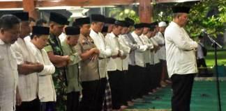 polisi-periksa-doa-bersama-karanganyar