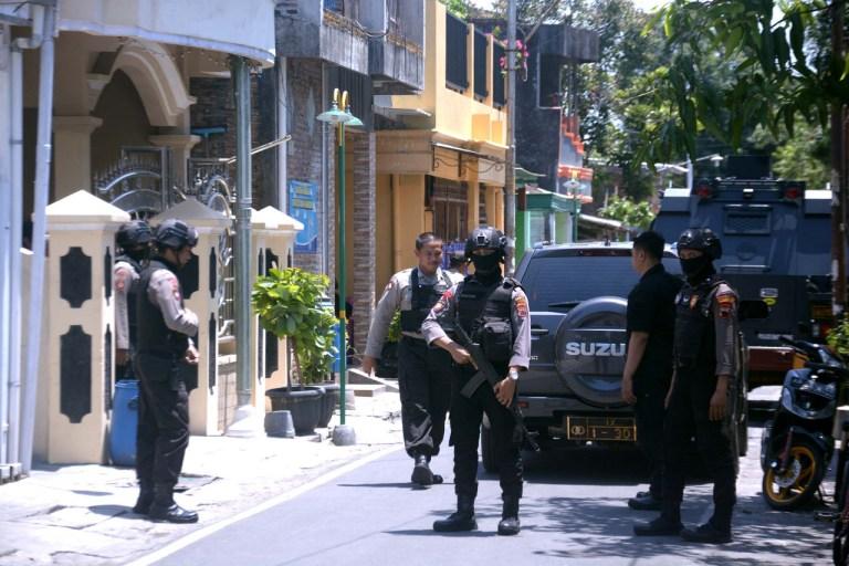 Densus 88 Mabes Polri Tangkap Tiga Terduga Teroris Di Solo