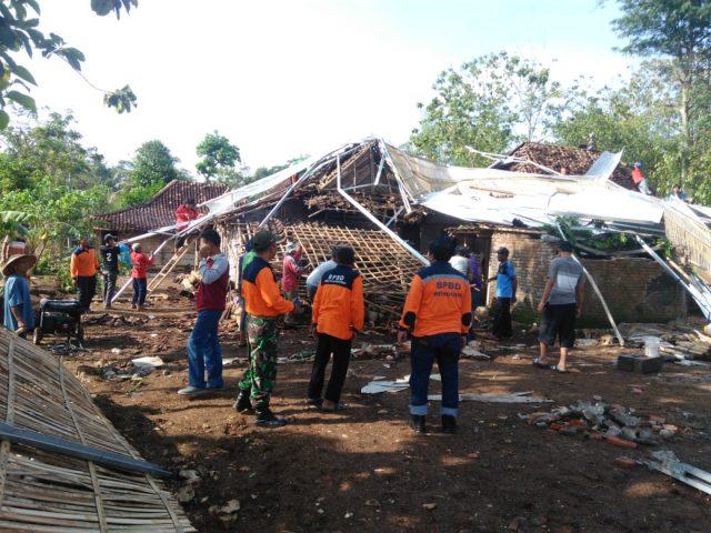 Pascabencana Angin Kencang Pracimantoro, Rumah-rumah Diperbaiki