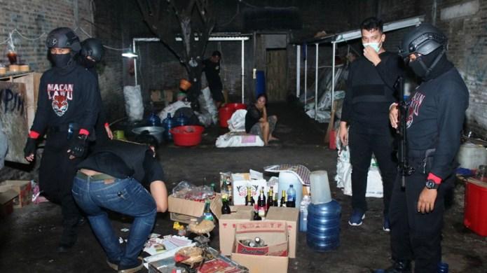 Operasi Miras, Macan Lawu Sita 91 Botol dan 3 Jerigen Ciu