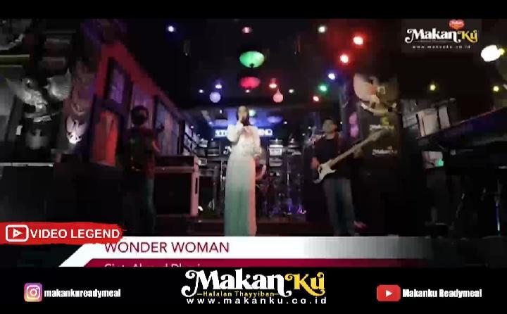 Nisaku Tampil Seperti Wonder Woman
