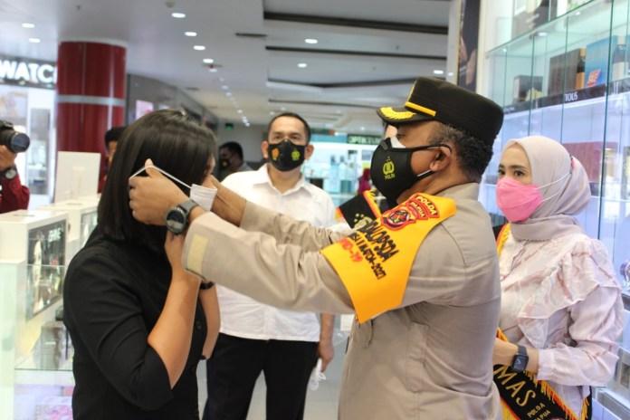 Berbagi Masker untuk Warga Jayapura