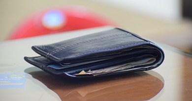 Guvernul a aprobat majorarea salariului de bază minim brut la 1.900 de lei