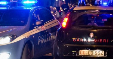 Peste 1.600 de mașini folosite de infractori români pentru a jefui oameni pe stradă, confiscate de carabinierii italieni