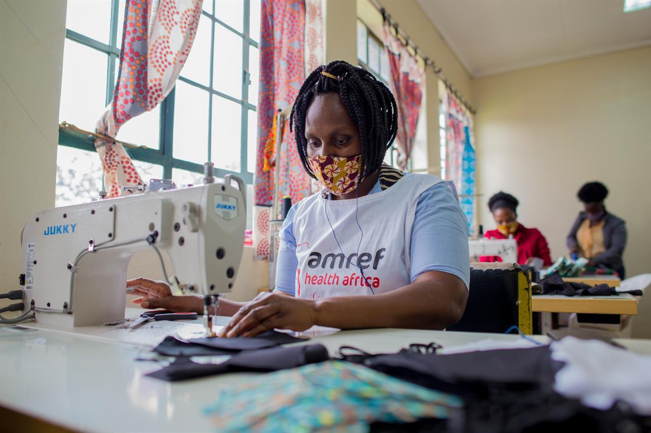Tessuti, ambiente e mascherine. Il ponte tra knowhow italiano e le designer di Nairobi