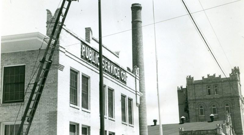(Image) Jones Ave. Bucket Truck Light Repair0001