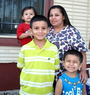 (Image) Florez Family Up Close