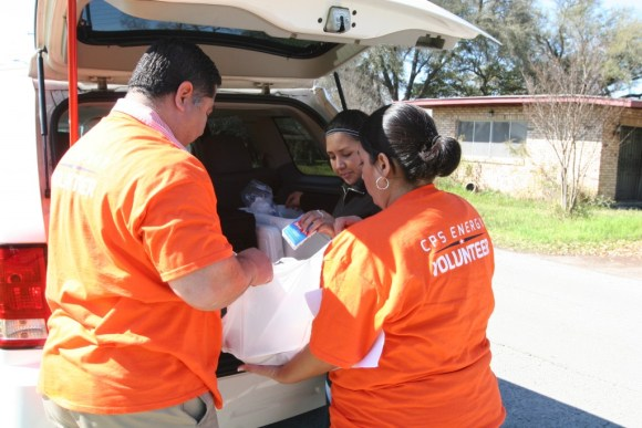 (Image) The Diaz family delivering warm meals to seniors through the Meals on Wheels program.