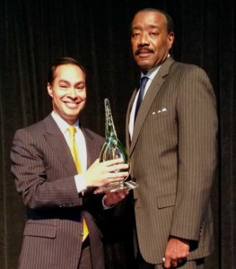 (Image) The Honorable Julián Castro presented Doyle Beneby with the Leadership in Energy Award. Photo courtesy of Keystone Center Twitter page.