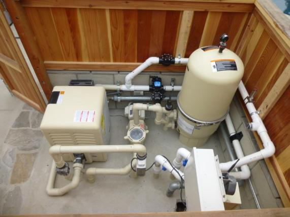 One pump system for swimming pools