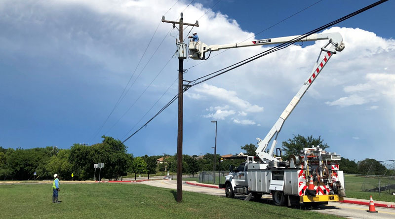 CPS Energy crew works in the middle of the heatwave