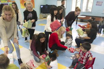 Thurston Middle School students at a preschool