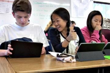 Fullerton students using iPads