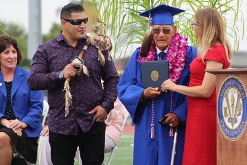 World War 2 veteran receives diploma on stage