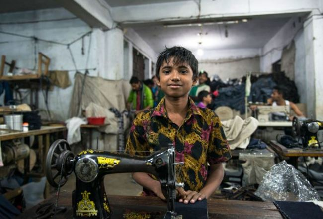 Young boy working in a Bangladesh sweatshop | Source: Ecoterre