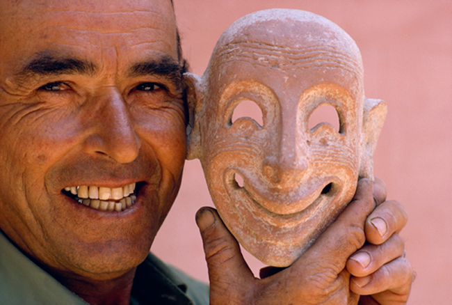 A modern man imitates an ancient Phoenician mask | Source: NationalGeographic/WinfiledParks