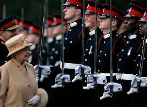 Королева Елизавета II Гарри
