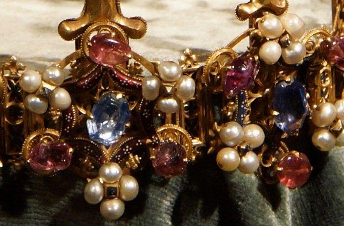 Жемчуга и драгоценные камни Богемской короны