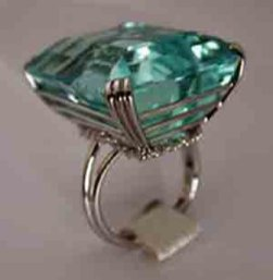 Платиновое кольцо Сорайи с аквамарином